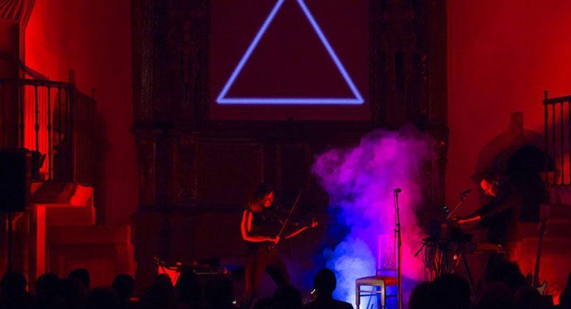 Foto del dúo Cicada en directo