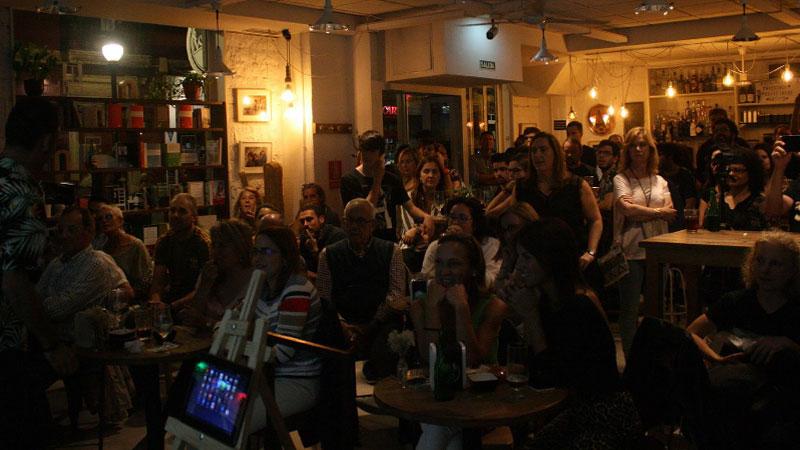 Foto del público disfrutando de una charla en el capítulo gijonés de PechaKucha Night