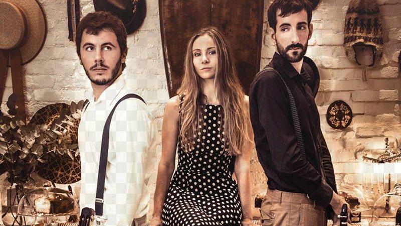 Foto promocional donde posan los 3 componentes del grupo La Malquerida