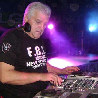 Beppe Loda, la leyenda del Italo disco, pinchando en directo