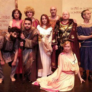 Foto del elenco completo de la obra La Comedia de Miles Gloriosus de Kumen teatro.