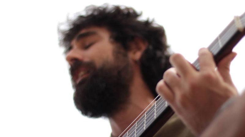 Paradoxus Luporum, cantautor y activador de mentes