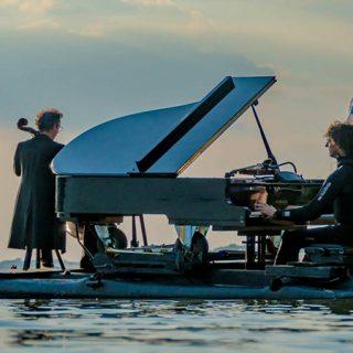 Le Piano du Lac, espectáculo del piano flotante