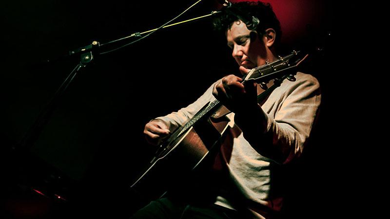 Foto del músico australiano Ben Salter en directo