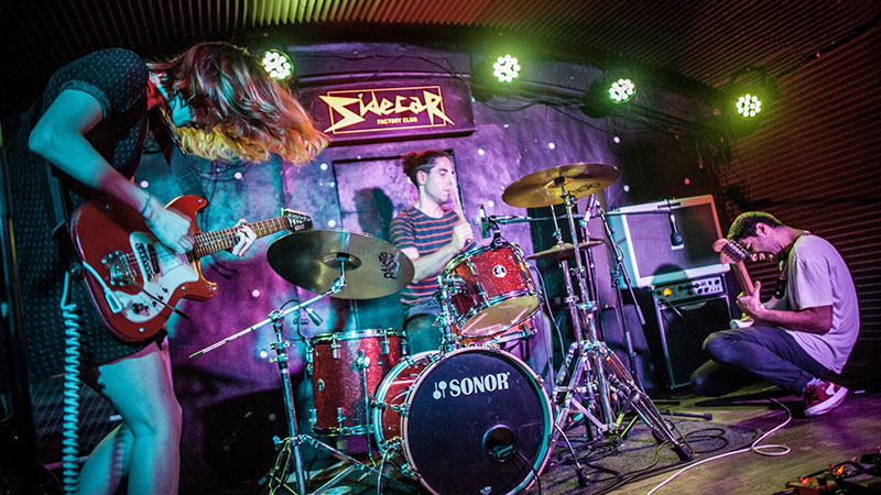 La banda White Hounds en directo (foto por julieta ferroz)
