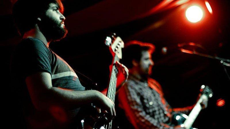 Foto de alguno de los miembros de la banda Autotan en directo