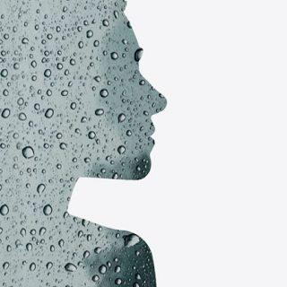 Detalle de la portada de Llueve, el poemario de Rosa Valle