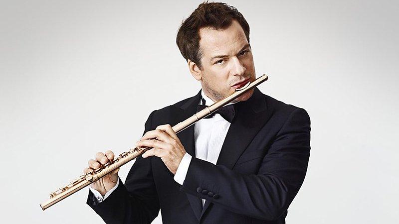 Foto de Emmanuel Pahud tocando su flauta
