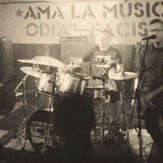 Foto de la banda asturiana de hardcore Intolerance en directo
