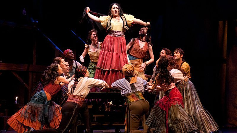 Foto de una escena de la ópera Carmen