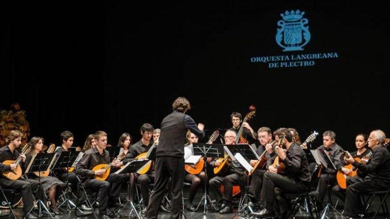Foto de la Orquesta Langreana del Plectro tocando en directo