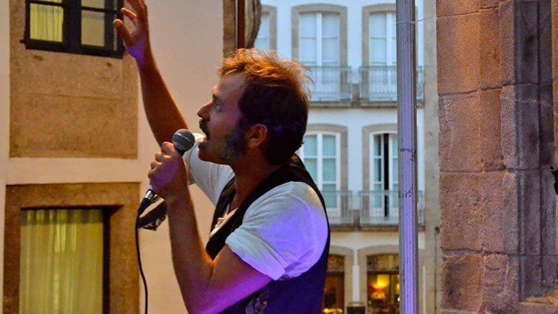 Foto de Saúl Lescún en directo en su espectáculo Para Gritar