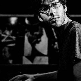 Foto de Gabriel Chakarji tocando el piano