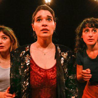 Una escena de Generación why en la que se ve a las tres únicas actrices protagonistas