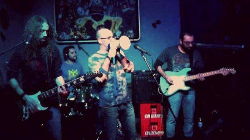 Foto de los componentes de La Cadena Psych Jamband en directo
