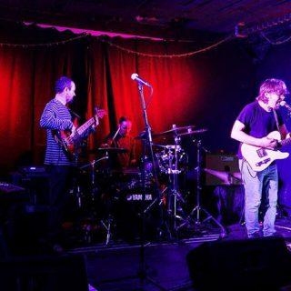 Foto de la banda Buenaventura tocando en directo