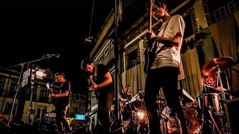 Foto de los 5 miembros de First Breath After Coma tocando en directo (foto de Sara Sofia de Melo)