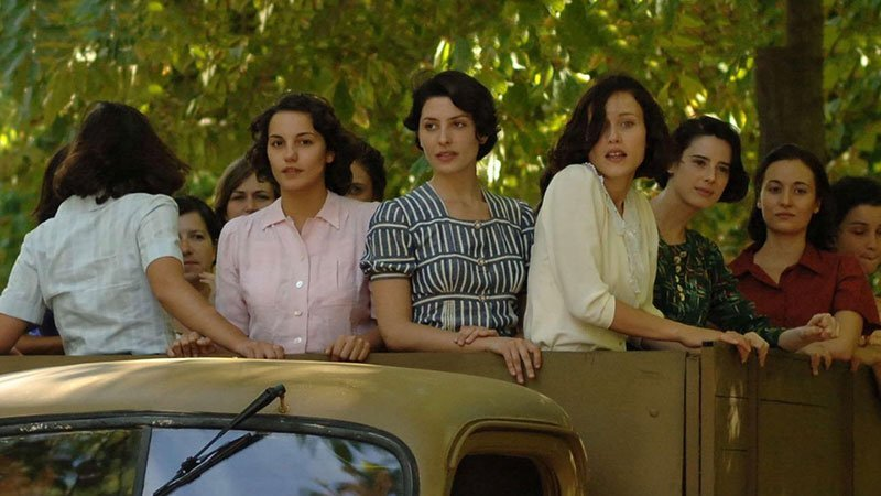 Fotograma de la película Las 13 rosas