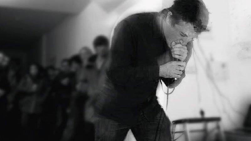 Foto de Buitrago cantando en directo