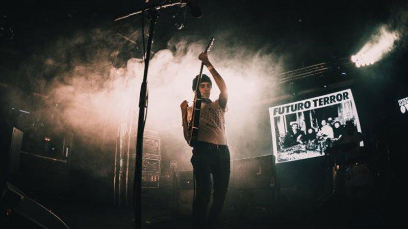 Foto de Javier Portillo donde se ve a Futuro Terror tocando en Tomavistas Ciudad