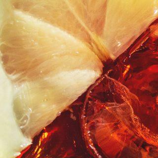 Foto detalle de un vaso de vermú