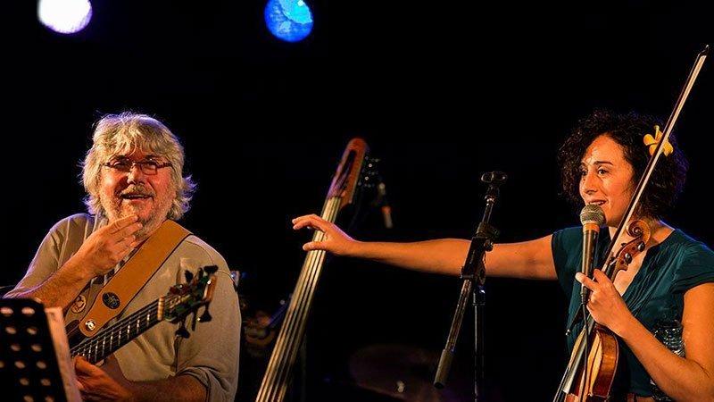 Foto de Mónica de Pablo y Diego Parada en un concierto en directo