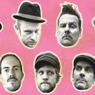Detalle del cartel del concierto de The Beat from Palookaville en el que se ven las caras recortadas de los 7 componentes de la banda, en blanco y negro, sobre fondo rosa