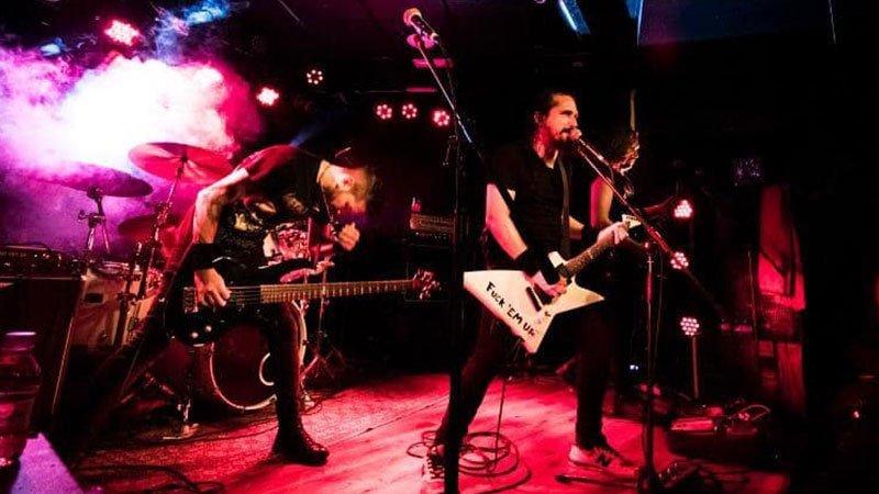 Foto de Black Horsemen, banda tributo a Metallica, tocando en directo