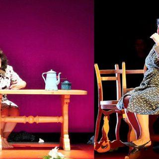 Imagen que muestra dos escenas de la obra, con tres personajes de la misma alrededor de una mesa, centro del decorado.