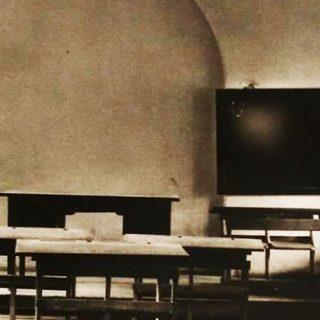 """Foto de un escenario de la obra """"Libertad, libertad, libertad...""""."""