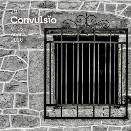 La contraportada de Convulsio #118, en la que se ve una foto en blanco y negro de pared de piedra con una ventana enrejada.