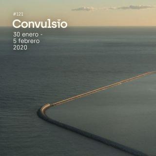 Contraportada de Convulsio con foto de una vista aérea de la superficie del mar que es cortada por un embarcadero con forma cuadrada con la esquina redondeada, a modo de pasillo sobre el agua.