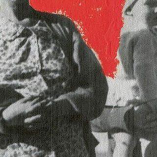 Detalle del cartel del espectáculo Humanes, en el que se ve una foto en blanco y negro de dos mujeres de la época de los años 30 del siglo XX.