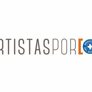 """Detalle del cartel de la exposición donde se ve el titular """"Artistas por Médicos del mundo"""""""