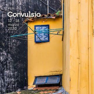 Contraportada de Convulsio con foto de una fachada amarilla con un tendedero de ropa de color verde ante una ventana de color azul, de fondo puede verse otra pared de color negro salpicada de blanco.